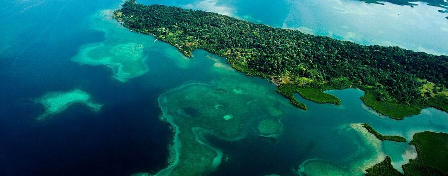 Hola Panama: meet the locals - Panama Bocas del Toro, Isla Bastimentos Aerial View © Aaron O'Dea