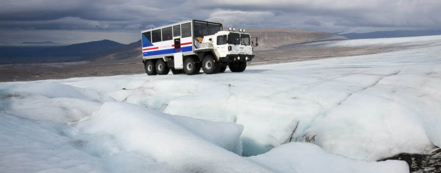 Viaggio al centro del ghiacciaio - Iceland 8-wheel Truck on Langjokull Glacier - Courtesy of Iceland Travel