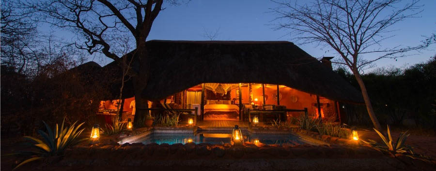 Stanley Safari Lodge - Lodge exterior by night