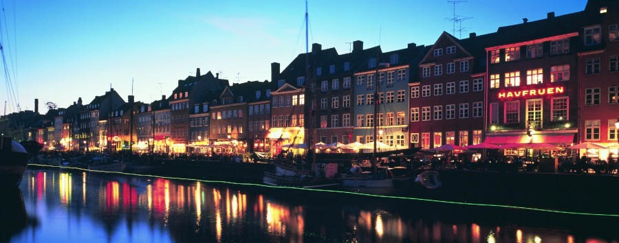 Le Regine della Scandinavia -  Copenhagen, Nyhavn at Night © Cees Van Roeden/VisitDenmark