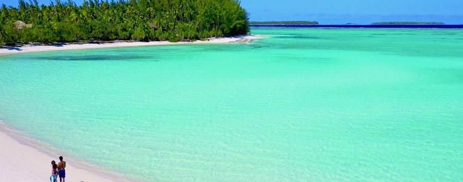 La Stella del Sud - French Polynesia Walking on Teti'aroa Island's Beach © Tim McKenna