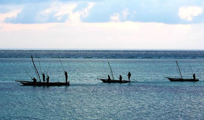 Matemwe Retreat, Passing fishermen on the Ocean - Zanzibar