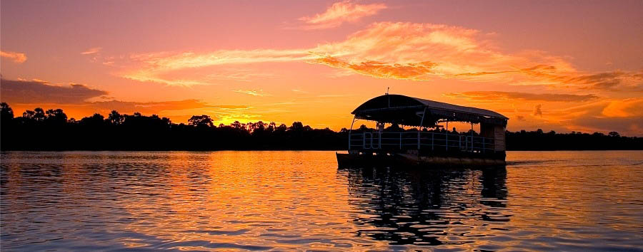 Falling in love with Africa - Zimbabwe Sunset cruise on the Zambesi River