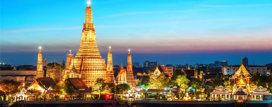 Bangkok City Break - Bangkok Wat Arun Temple Night View © SAHACHATZ/Shutterstock