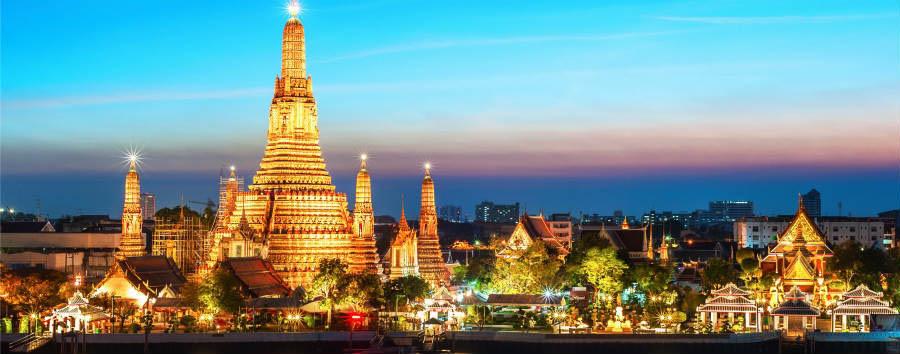 Bangkok City Break - Bangkok Wat Arun Temple Night View © SAHACHATZ/Shutterstock