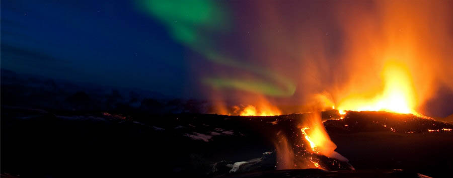 Islanda, natura e aurora boreale - Iceland Northern Lights and an Erupting Volcano - Courtesy of Iceland Travel