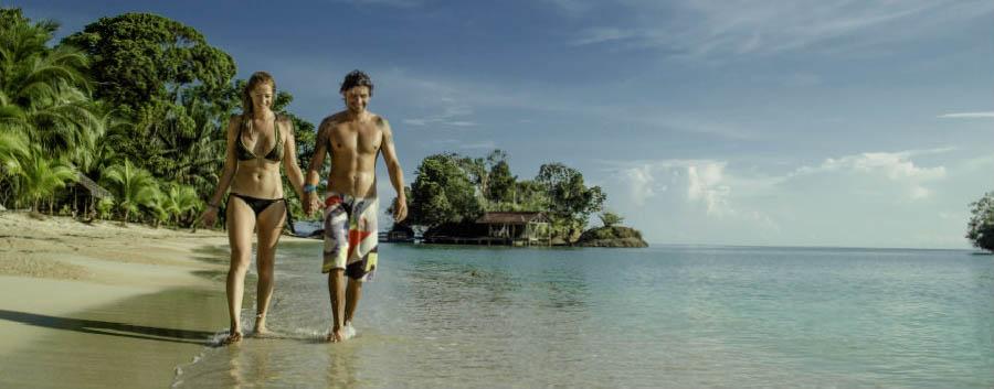 Bocas del Toro à la carte - Panama Popa Paradise Beach Resort, Walking on The Beach