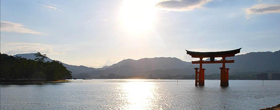 Giappone, Ryokan Experience - Japan Miyajima, Itsukushima Shrine Torii