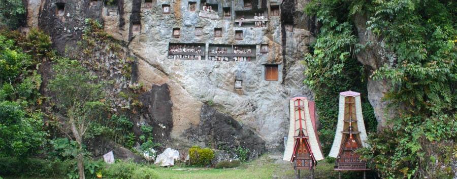 Sulawesi e il popolo dei Toraja - Indonesia Tana Toraja, Lemo Graveyard © Arian Zwegers