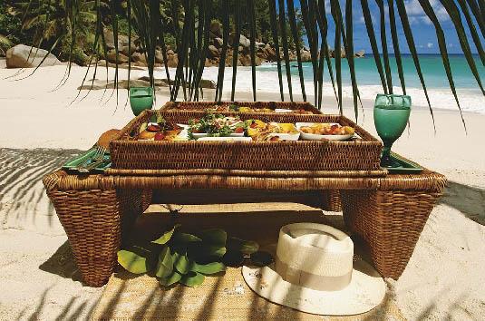 Constance Lemuria Resort - Picnic on the beach