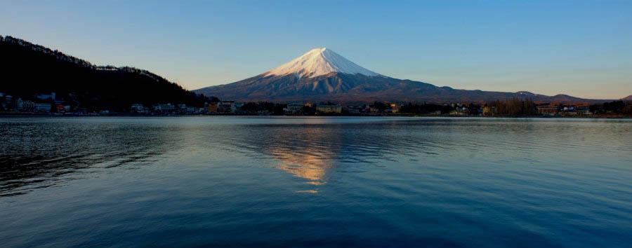 Giappone, il lago Kawaguchi - Japan Mount Fuji and Lake Kawaguchi at Sunset © Mstyslav Chernov
