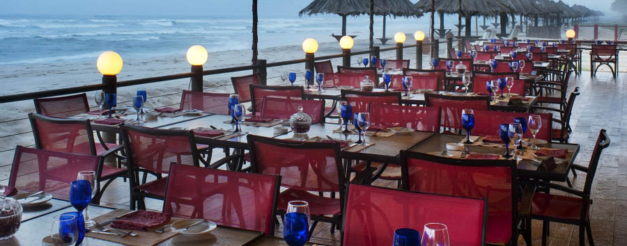 Crowne Plaza Resort Salalah - Dining in front of the sea