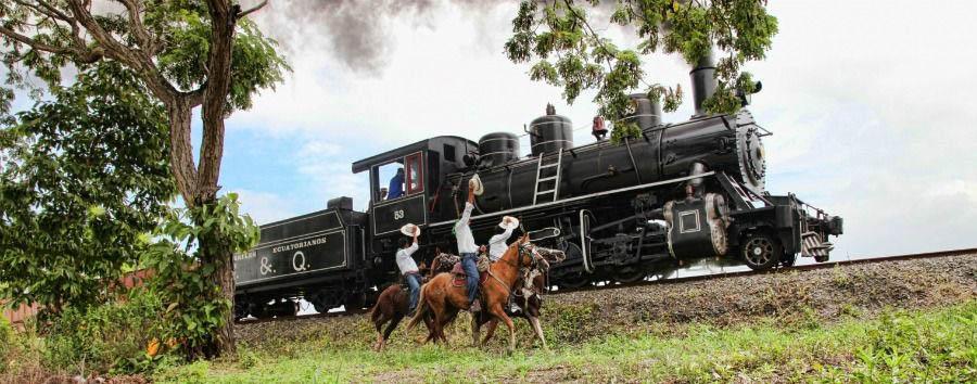 In treno sulle Ande - Ecuador View of The Steam Locomotive © Tren Ecuador