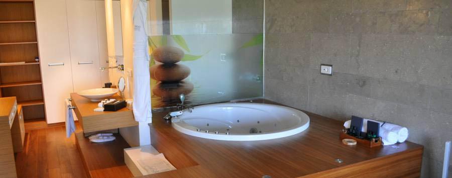 7800 Cesme - Suite bathroom