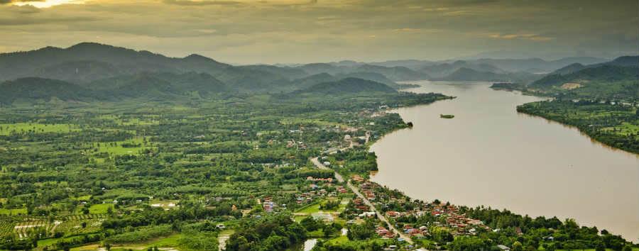 Thailandia Classica - Thailand Mekong river at dusk © Thanyapat Wanitchanon/Shutterstock