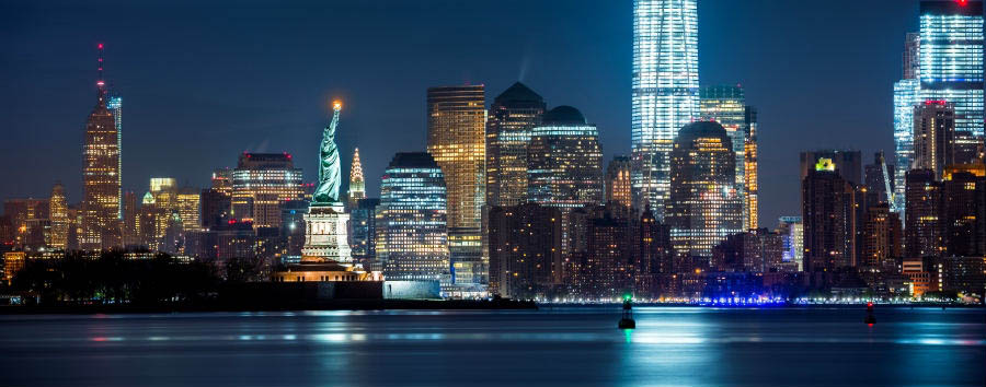 Scintillante New York - New York Statue of Liberty, Freedom Tower and Empire State Building © mandritoiu/Shutterstock