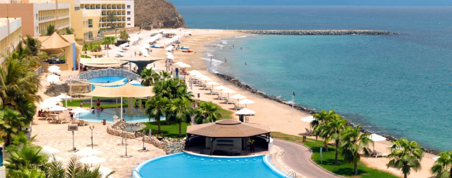 Fujairah - Radisson Blu, Pool and Beach View