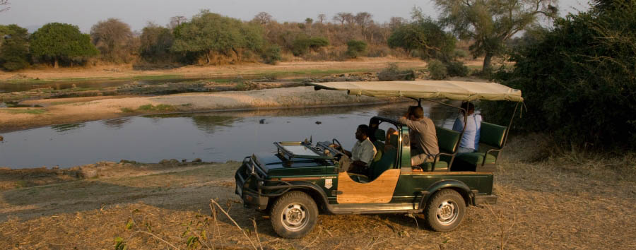Ruaha River Lodge - Game drive near Ruaha River