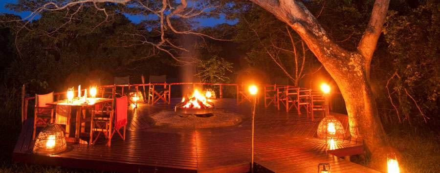 Kosi+Forest+Lodge+-+Dining+around+the+fireplace