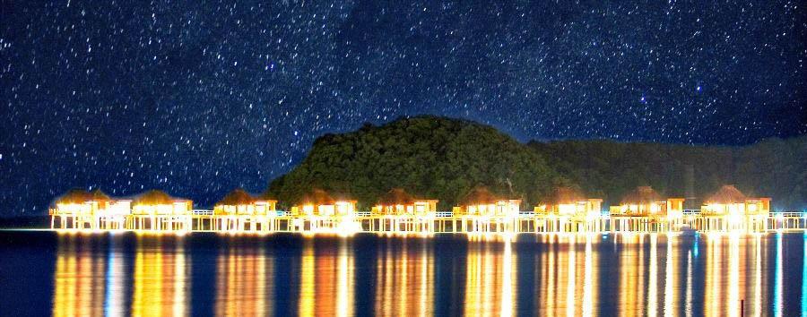 Fiji, mare a Malolo Island - Fiji Likuliku Lagoon Resort, Starry Night above the Bures