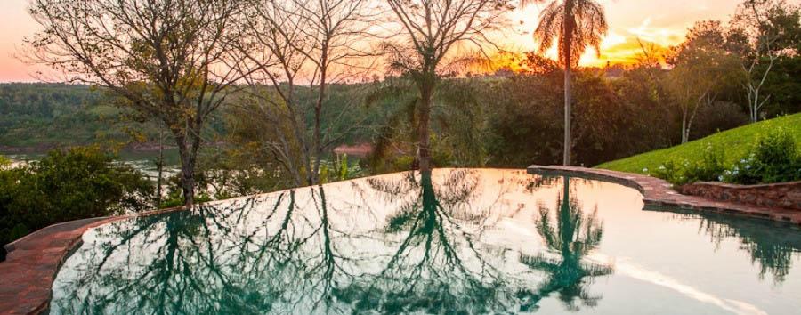 Puerto Bemberg: aria, luce e giungla - Argentina Posada Puerto Bemberg, Plunge Pool at Sunset