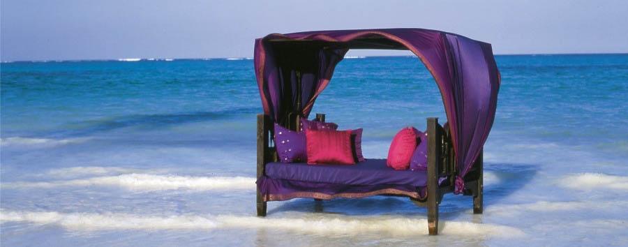 Zanzibar, Breezes Beach Club & Spa - Zanzibar Breezes Beach Club & Spa, Bed on the beach