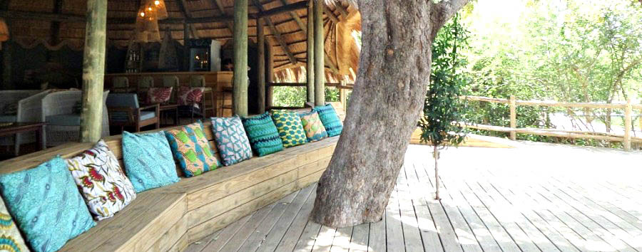 Chobe+Bakwena+Lodge+-+Common+area%3A+deck+with+view+over+the+surroundings