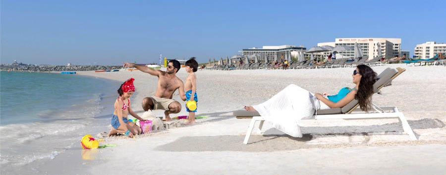 Crowne Plaza Yas Island - Family at the beach