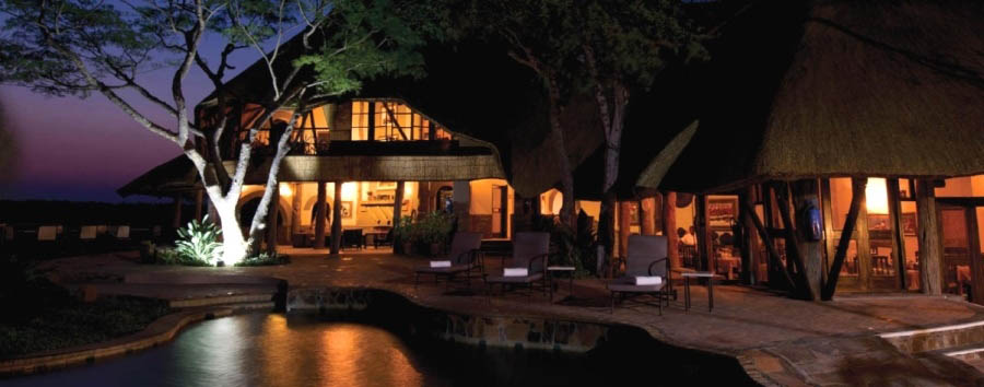 Chilo Gorge Safari Lodge - Exterior view at night
