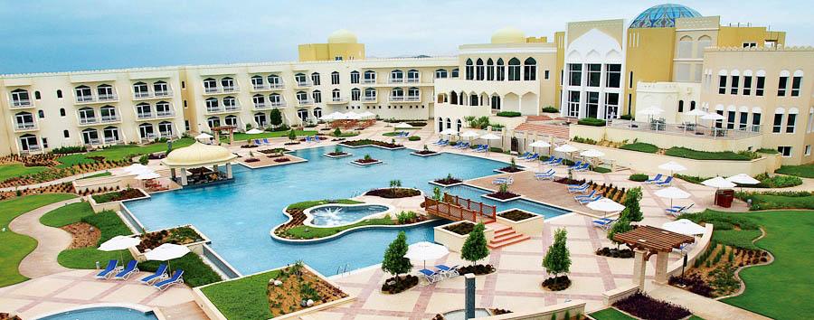 Salalah Marriott Resort - Hotel & pool area