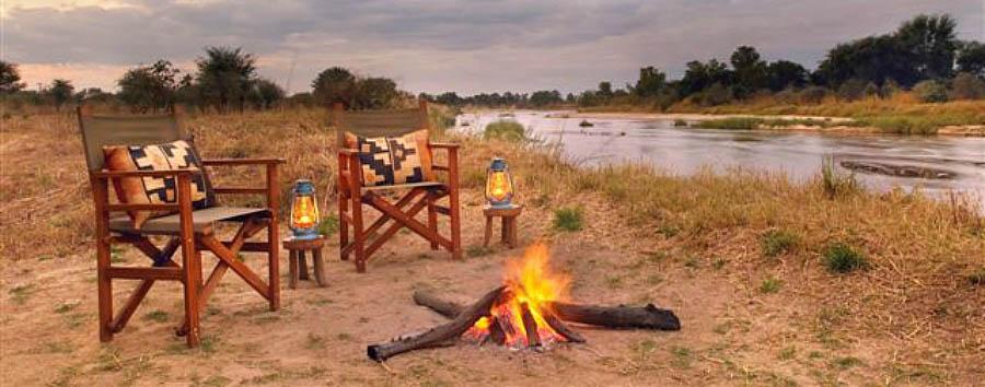 Mwaleshi Camp - Predinner drinks