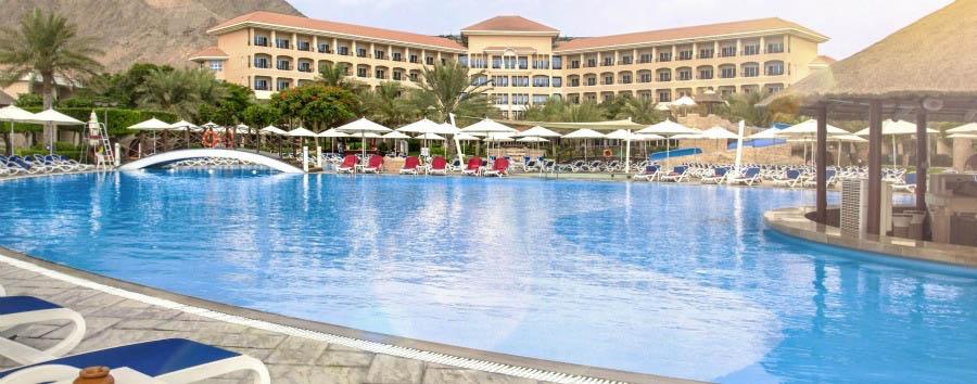 Fujairah, mare ad Al Aqah Beach - Fujairah Rotana Resort & Spa, Tropicana Sunken Pool Bar