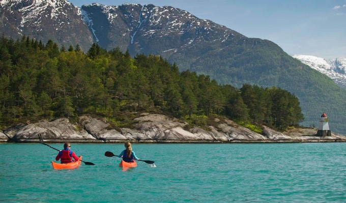 Kayaking on the Hardangerfjord © C H - Visitnorway.com - Norway