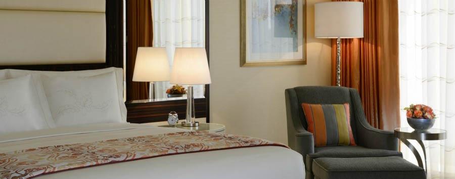 Mare ad Abu Dhabi - Abu Dhabi Ritz-Carlton Abu Dhabi Grand Canal, Deluxe Bedroom
