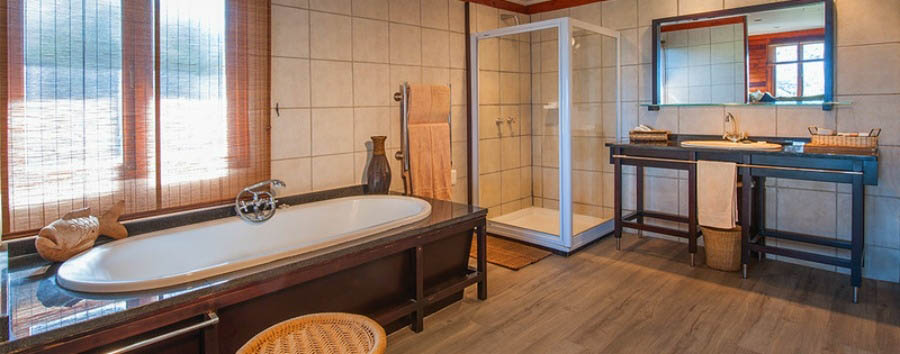 Ukhozi+Lodge+-+Suite+bathroom