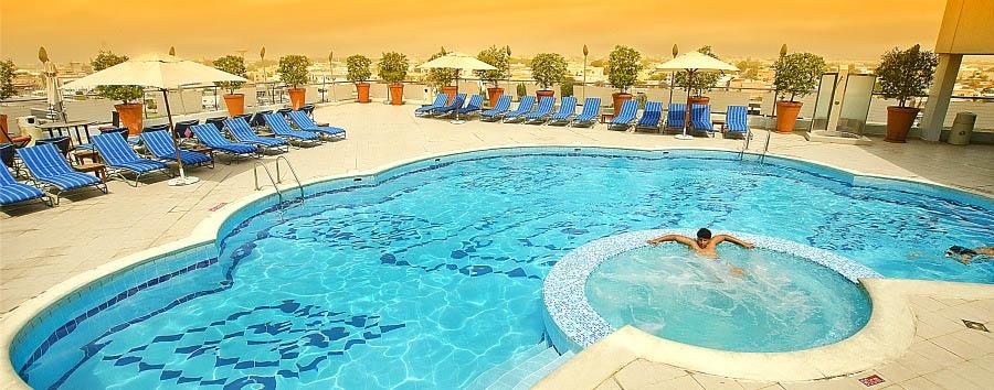 Towers Rotana Hotel - Swimming Pool