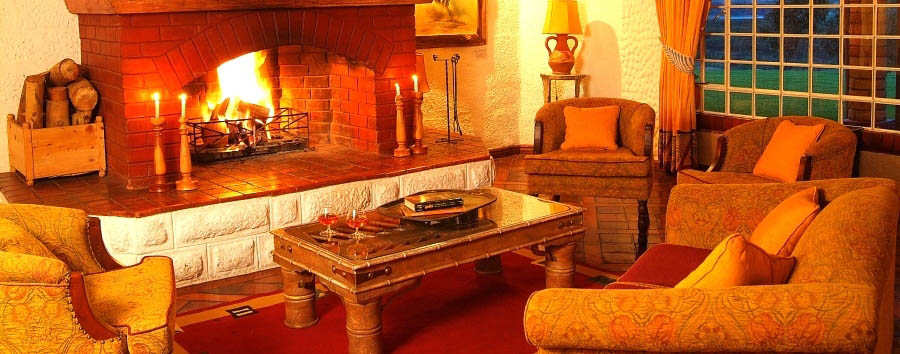 Kiangazi House - Lounge with fireplace