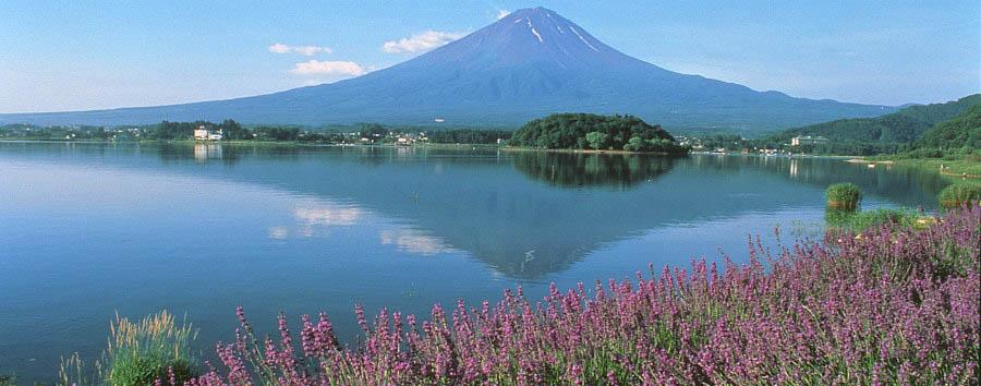Giappone, il lago Kawaguchi - Japan Lake Kawaguchi from Mount Fiji