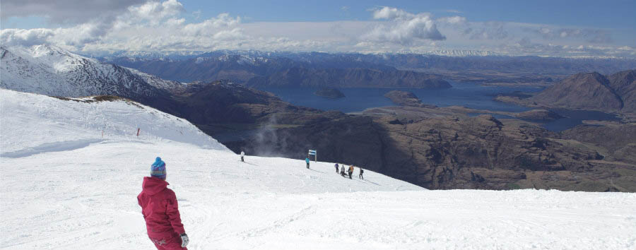 New Zealand - Snowboarding in Treble Cone © Martyn Williams/Tourism New Zealand