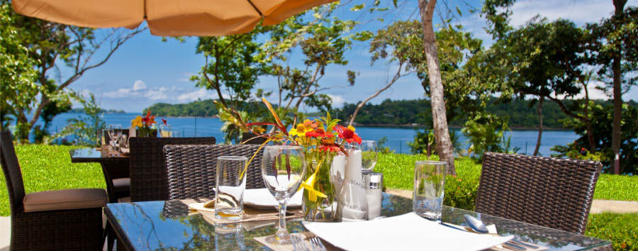 Bocas+del+Mar+Hotel+-+Lunch+on+the+terrace+towards+the+gulf+of+Chiriqui+%26+Pacific+Ocean