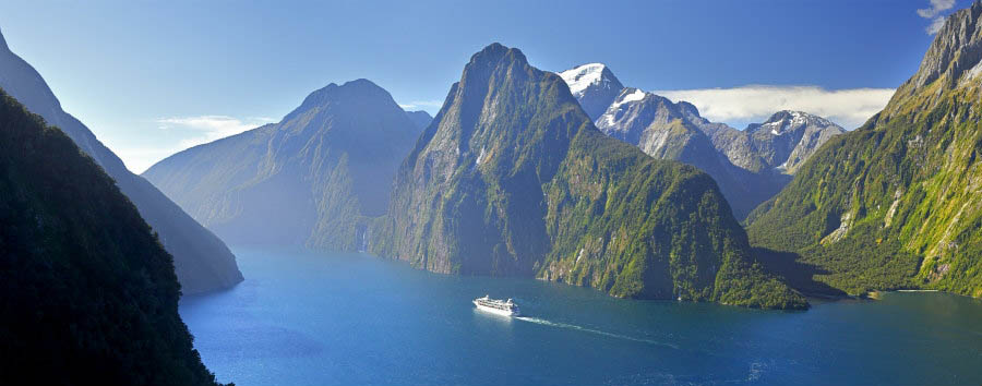Nuova Zelanda, i cieli del sud - New Zealand The Spectacular Milford Sound © Rob Suisted/Tourism New Zealand