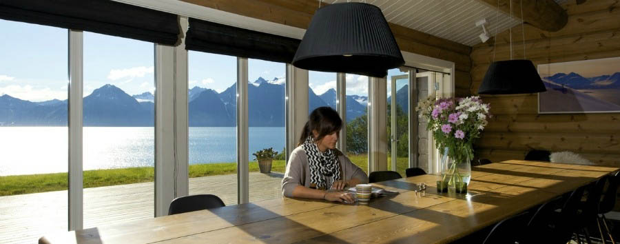 Lyngen+Lodge+-+Amazing+View+from+the+Dining+Room