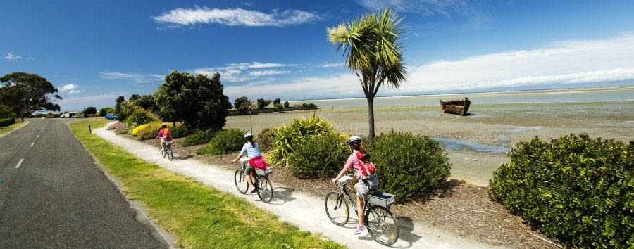 New Zealand - Cycling along Kaiteriteri © Dean McKenzie / Tourism New Zealand