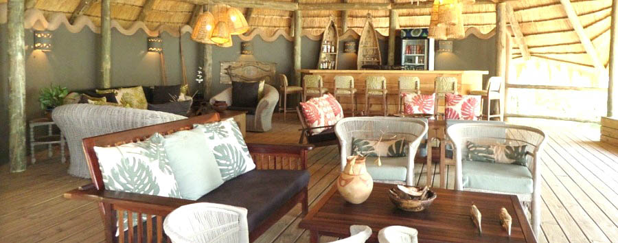 Chobe Bakwena Lodge - Bar and lounge area