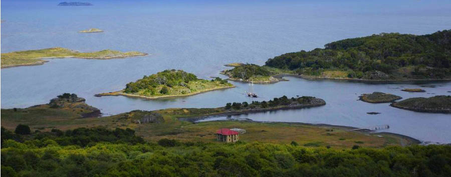 Lakutaia Lodge - Isla Navarino: the surroundings of Lakutaia