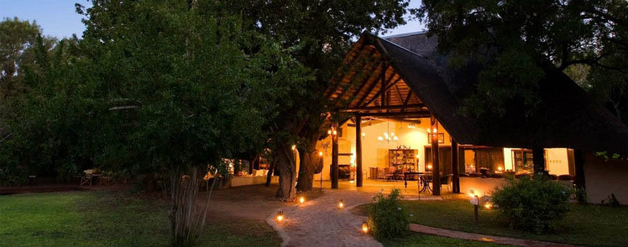 Ngala+Safari+Lodge+-+Exterior+at+Night