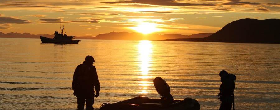Adventurous Arctic - Arctic Mdinight Sun near Longyearbyen