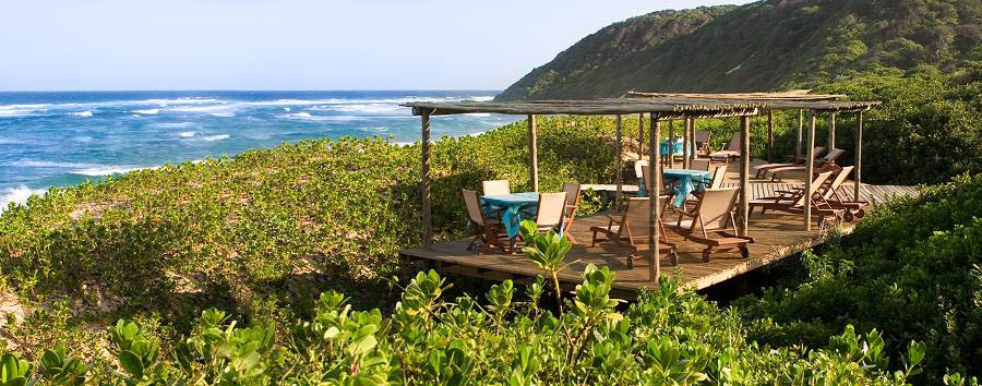 Thonga Beach Lodge - Deck with seaview