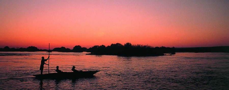 Zambia, Victoria Falls à la carte - Zambia Mokoro excursion at sunset
