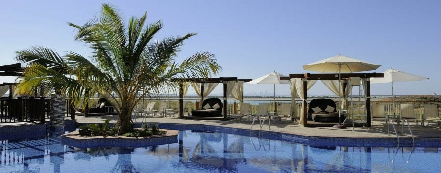 Radisson Blu Yas Island - Hotel swimming pool